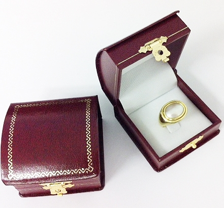 Burgundy Roll Top Ring Box