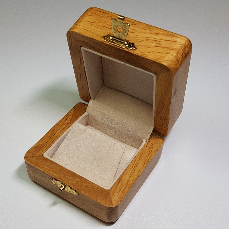 Oak Earring Box with Brass Clasp