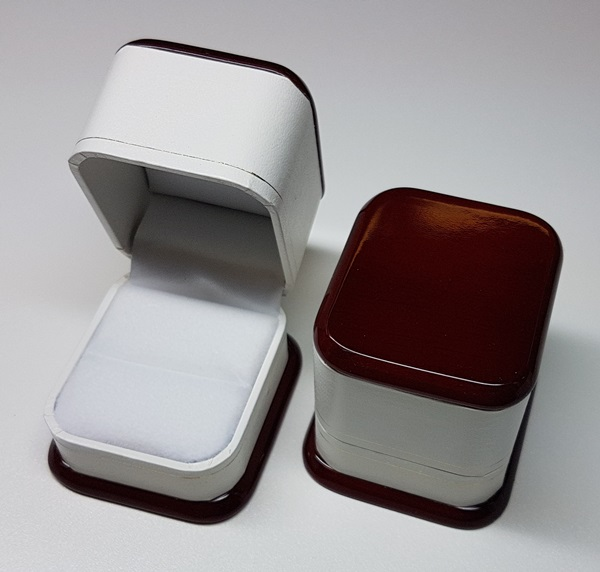 Rosewood Top Ring Box