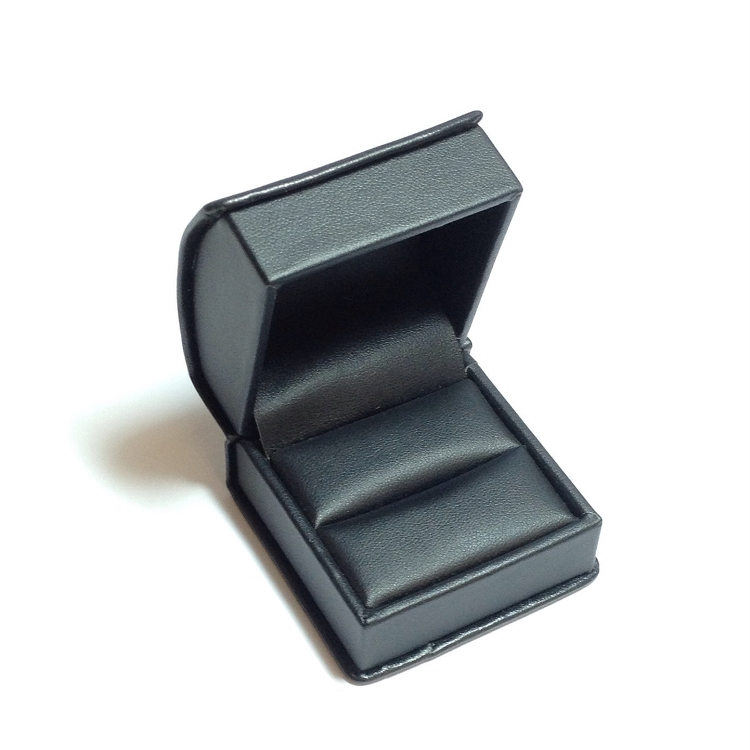 Black Roll Top Ring Box